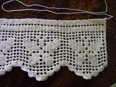 This post was discovered by Crochet Curtain Pattern, Crochet Curtains, Crochet Motif, Crochet Lace, Crochet Patterns, Filet Crochet Charts, Basic Crochet Stitches, Diy Crafts Crochet, Crochet Projects