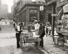 Shorpy Historical Photo Archive :: Street Clams: 1900