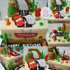 Cars cake Sweet Cakes, Fondant, Cars, Holiday Decor, Birthday, Desserts, Food, Tailgate Desserts, Fondant Icing
