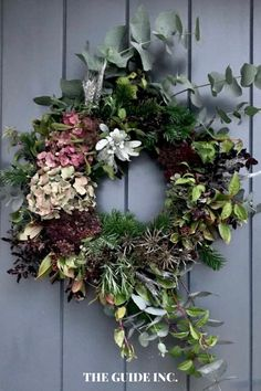 These Christmas wreaths were absolutely stunning and I know exactly how I am going to decorate this year. Christmas Wreaths For Windows, Christmas Decorations For The Home, Christmas Diy, Holiday Decor, Diy Wreath, Wreath Ideas, Holidays, Festive, Fresh