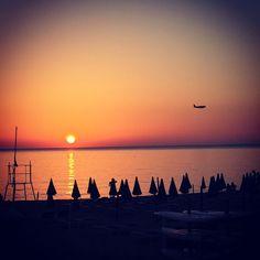 We're just a flight away from you! / Siamo solo ad un volo di distanza da voi!