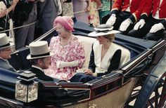 1986-06-18 Diana and the Queen Mother arrive at Royal Ascot in an open carriage