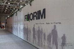 Logo a rilievo realizzato in Forex 10mm I pannelli sono realizzati in stampa diretta direttamente sul materiale di costruzione dello stand