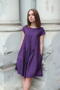 Purple linen dress for women with drop shoulder sleeves pockets and cute ruffled details in front and back. Casual Summer Dresses, Simple Dresses, Linen Dresses, Cotton Dresses, Knee Length Dresses, Short Sleeve Dresses, Kimono Fashion, Fashion Outfits, Gorgeous Fabrics
