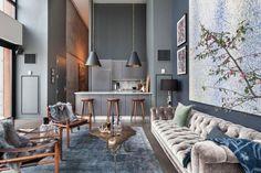 moderne wohnung wohnzimmer küche rauchgrau holz barhocker
