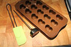 Bonbon készítés kellékei: bonbon forma, konyhai hőmérő, spatula Homemade Putty, American Desserts, Homemade Pastries, French Pastries, Cheap Hoodies, Spatula, Recipes, Advent, Fondant