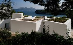 House in Maiorca, Spain by Alvaro Siza Vieira: twisted....
