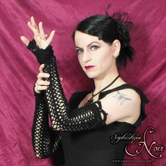 Sophistique Noir - Gothic Fashion for the Mature: Fabulous Crocheted Opera Gloves