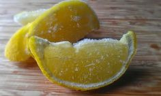 Tons of health benefits to lemons, including the peel times the nutritional value than the rest of the fruit), seeds and citrus center. Freeze the lemons and then grind the whole thing in food processor to add to smoothies, frozen yogurt, etc. Freezing Lemons, Healthy Tips, Healthy Recipes, Healthy Food, Nutrition, Lemon Lime, Food Hacks, Natural Health, The Cure