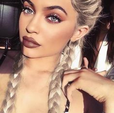 Kylie Jenner has hit another social media milestone.You can call Kylie the queen of many things and the queen of social media is definitely one of them. Looks Kylie Jenner, Estilo Kylie Jenner, Kylie Jenner Makeup, Kendall Jenner, Kylie Jenner Mermaid Hair, Kylie Jenner Coachella, Kylie Jenner Plastic Surgery, Kylie Jenner Eyes, Makeup Tips