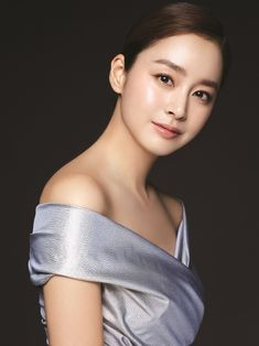 Kim Tae Hee shows off her flawless skin for Cell Cure, a beauty product that uses exclusive ingredients that are effective in improving skin. She looks stunning, check it out! Flawless Beauty, Flawless Skin, Korean Beauty, Asian Beauty, Girls Dream, Kim Tae Hee, Prettiest Actresses, Asian Celebrities, Actresses