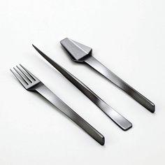 Muse flatware by Frederik Delbart Design Studio Cutlery Set, Flatware, Kitchen Tools, Kitchen Gadgets, Kitchen Design, Kitchen Decor, Kitchen Ideas, Forks Design, Modern Placemats