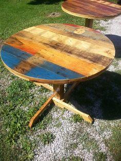 Pallet Round Table Ideas
