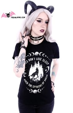 "T-shirt nugoth ""Wolves don't lose sleep over the opinion of sheep"" disponible en plusieurs tailles dans la boutique en ligne FREAKY PINK."