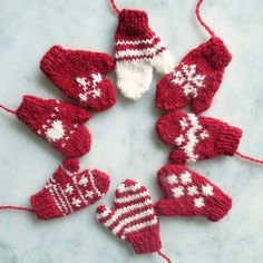 Just Crafty Enough – Iron Craft Challenge 13 – Mini Mittens Knitted Christmas Decorations, Knit Christmas Ornaments, Crochet Christmas Gifts, Christmas Sewing, Noel Christmas, Christmas Knitting Patterns, Baby Knitting Patterns, Crochet Patterns, Hat Patterns