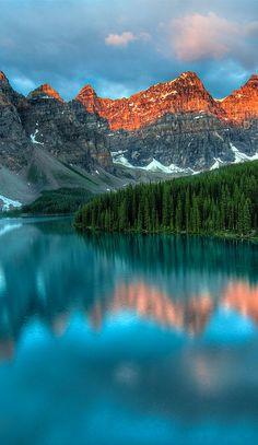 ✯ Moraine Lake, Canada....amazing reflection of the mountains surrounding the lake,!!! Bebe'!!!