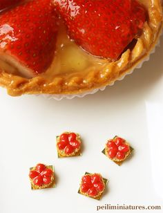 Dollhouse Miniatures, Miniature Food Jewelry, Craft Classes: Dollhouse Miniatures 1:12 Scale Strawberry Tart