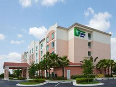 Fort Lauderdale (FL) Holiday Inn Express Hotel & Suites Pembroke Pines Sheridan Street United States, North America The 3-star Holiday Inn Express Hotel & Suites Pembroke Pines offers comfort and convenience whether you're on business or holiday in Fort Lauderdale (FL). The hotel offers guests a range of services and amenities designed to provide comfort and convenience. Free Wi-Fi in all rooms, 24-hour front desk, facilities for disabled guests, express check-in/check-out, fa...