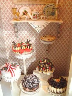 1/12 scale cakes by Anne Caesar  Styling by Yuri Munakata