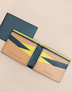 Gucci Signoria Buckle Beige Gold Metallic Leather Continental Wallet for Women 231837 Leather Wallet Pattern, Handmade Leather Wallet, Leather Card Wallet, Minimalist Leather Wallet, Minimalist Bag, Leather Purses, Leather Handbags, Leather Bags, Billfold Wallet