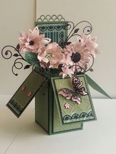 Flowers in a Pop Up Box Card Origami, Pop Up Box Cards, Card Boxes, Exploding Box Card, Magic Box, Shaped Cards, Fancy Fold Cards, Diy Schmuck, Flower Cards