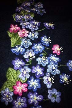 Røyken drakt. Folk Costume, Costumes, Hand Crafts, Textiles, Art Textile, Flower Embroidery, Indian Wear, Folklore, Norway