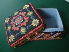 Russian Box. Cross stitch worked on 18-count Aida evenweave fabric. Box open.