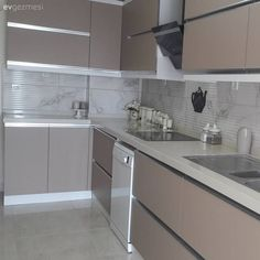 Before & After: Renovated kitchen with renovations is now both stylish, … – Interior decoration Kitchen Cabinet Interior, Kitchen Cabinet Remodel, Kitchen Room Design, Kitchen Sets, Modern Kitchen Design, Kitchen Colors, Home Decor Kitchen, Kitchen Furniture, Kitchen Cabinets And Countertops