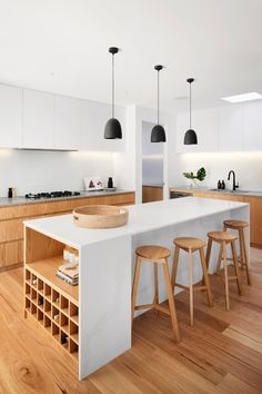 Want to make your home decor more welcoming? Try these indirect lighting ideas! Follow our lighting design tips and discover how to incorporate this type of lighting in your home design. Closed Kitchen, Open Concept Kitchen, Open Plan Kitchen, Interior Design Photos, Interior Design Kitchen, Kitchen Decor, Home Lighting Design, Lighting Ideas, Home Decor Trends