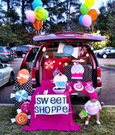 Artsy Fartsy Shopaholic: Happy Halloween! Cupcake Bakery Trunk or Treat