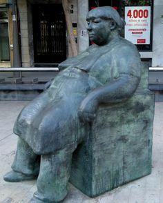 Encarna, escultura en bronce en la plaza San Sebastian de Almería, obra de Javier Huecas.