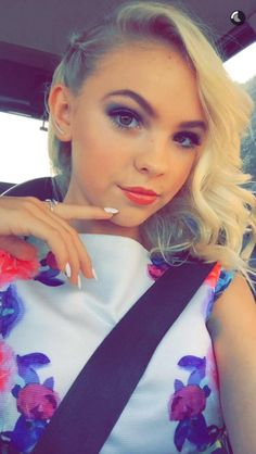 Hey I'm Jordyn! I'm 14 and I'm the daughter of Sleeping Beauty! I have one sister, Kira. I'm also a royal. Intro?