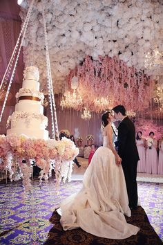 Top 13 Most Beautiful Huge Wedding Cakes   Wedding Theme   White     Glamorous pink wedding  Photo by Axioo  www theweddingnotebook com