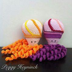 Deze inktvisjes zijn gemaakt door Peggy Heyninck. Crochet Toys, Knit Crochet, Preemie Octopus, Holiday Crochet, Little People, Baby Knitting, Crochet Patterns, Creations, Dolls