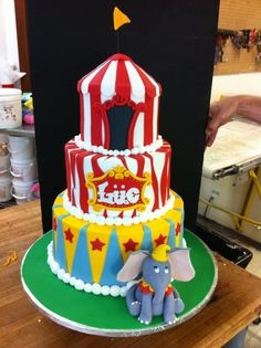 Circusthemed first birthday party cake and companion smash cake