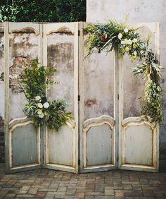 Adorable 92 Unique and Greenary Wedding Backdrop Ideas https://bitecloth.com/2017/10/18/92-unique-greenary-wedding-backdrop-ideas/