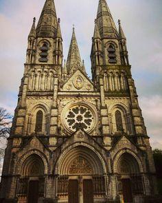 Saint Fin Barre's Cathedral #irlanda #ireland #eire #cork #cathedral #saint #sunday #picoftheday #instagramoftheday #weekend #november #blog #dosmaletas