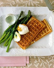 Potato Waffles Closely related to potato pancakes, the potato waffle has one advantage-it reheats exceptionally well and therefore can be made in advance. Serve with your favorite brunch foods, such as soft-boiled eggs and steamed asparagus. Waffle Recipes, Potato Recipes, Brunch Recipes, Breakfast Recipes, Brunch Foods, Brunch Ideas, Breakfast Ideas, Buttermilk Waffles, Potato Waffles