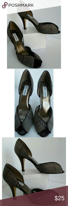 Steve Madden Hounds Tooth Shoe sz 7.5 EUC Excellent pair of Steve Madden heels in a gorgeous hounds tooth pattern with burgundy accent threads. Only worn a few times, great condition. Perfect for the office! Steve Madden Shoes Heels