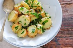 potato salad with oil and lemon Potato Salad With Apples, Easy Potato Salad, Salad Recipes Video, Recipe Videos, Fruit Salsa, Tailgating Recipes, Dinners For Kids, Kids Nutrition, Vegetable Dishes