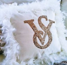 Throw Pillow Cover Golden Sequin & Feather Ruffle, White Velve Cushion Cover, Pillowcase Bedroom Decor Gift For Girl Friend by HomeDecorLiving on Etsy Diva Birthday Parties, Chanel Room, Deco Zen, Throw Pillow Covers, Throw Pillows, S Love Images, Japanese Drawings, Ps I Love, Sequin Pillow