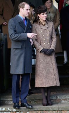 Kate Middleton Photos - Catherine, Duchess of Cambridge and Prince William, Duke of Cambridge leave the Christmas Day Service at Sandringham Church on December 2014 in King's Lynn, England. - The Royal Family Attend Church On Christmas Day Looks Kate Middleton, Estilo Kate Middleton, Kate Middleton Prince William, Kate Middleton Photos, Prince William And Catherine, William Kate, George Of Cambridge, Duchess Of Cambridge, Lady Diana