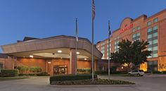 Austin Marriott North Round Rock This hotel is located in the La Frontera E-Commerce Park and is 19 miles from downtown Austin. The hotel offers a business center and rooms with flat-screen TVs.  Austin Marriott North rooms have a well-lit work desk with access to electrical...