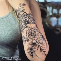 Do you also want a flower tattoo to show yourself? Check out the most beautiful flower tattoo we have prepared for you! We hope to give you the greatest inspiration. Rose Tattoos, Body Art Tattoos, New Tattoos, Girl Tattoos, Sleeve Tattoos, Tattoos For Women, Tattoos With Roses, Tatoos, Mädchen Tattoo