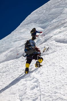 Climbing the serac wall on the route from camp 1 to camp 2 on Cho Oyu Nepal Alpine Climbing, Ice Climbing, Mountain Climbing, Cho Oyu, Monte Everest, Zhangjiajie, Himalaya, Camping Places, Extreme Sports