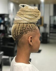 14 Hottest Micro Braids to Consider Right Now # micro Braids with shaved sides 16 Hot Lemonade Braids Inspired by Beyoncé Long Box Braids, Small Braids, Micro Braids, Shaved Side Hairstyles, Undercut Hairstyles, Box Braids Hairstyles, Box Braids Shaved Sides, Beyonce, Curly Hair Styles