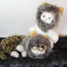 Cute Fancy Dress Cat Lion Mane with Ears.      It is designed to fit your cat's neck circumference from 26 to 30 cm.     It can turn your cat into the king of animals-lion!     Comfortable and never causes irritation for your kitten.     It can be used conveniently for your pet animal during travel or for holiday photo shoots.