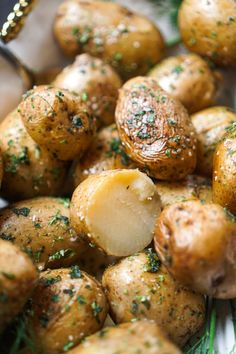 Dutch Oven Herbed Potatoes (No Peel, No Boil, No Bake!) - These were mini baked potatoes! Crispy and fluffy. Dutch Oven Recipes, Side Dish Recipes, Cooking Recipes, Healthy Recipes, Side Dishes, Amish Recipes, Cooking Games, Potato Recipes, Chicken Recipes