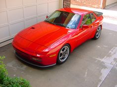 Porsche 944 Turbo with hood Naca duct, splitter and later Cup wheels. Porsche 924s, Vintage Porsche, Old School Cars, Turbo S, Car Engine, Cars And Motorcycles, Cool Cars, Dream Cars, Volkswagen