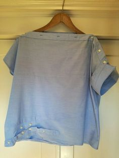 Loni Kreativwerkstatt / From men's shirt to women's blouse. - Loni Kreativwerkstatt / From men's shirt to women's blouse. … Loni Kreativwerkstatt / From men's shirt to women's blouse. Refashion Dress, Diy Clothes Refashion, Refashioned Clothes, Upcycle Shirts, Shirt Makeover, Remake Clothes, Sewing Clothes, Ropa Upcycling, Diy Fashion Projects